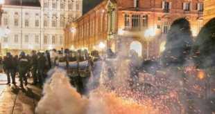 Proteste a Milano, Torino e Napoli per misure anti-Covid